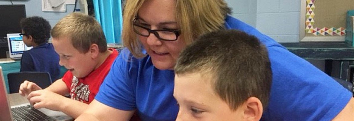 Rene Thompson, a teacher at Caverna Elementary (Caverna Independent), helps a student with a personalized Google Classroom assignment designed to assist the student with mastery of reading skills. Teacher leaders, engaged in a professional learning community through the kid·FRIENDLy Communities of Practice, developed classrooms that are models of personalized learning.